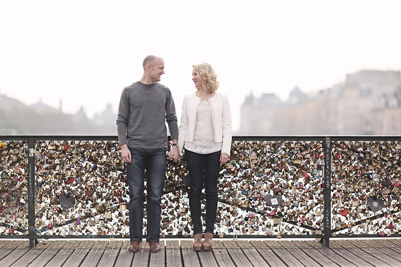 Paris Pont Des Arts Couple Photo Engagement