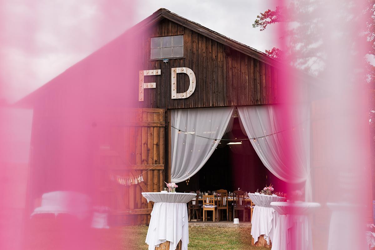 DIY Scheune Hochzeit Bayern Hochzeitsfotograf