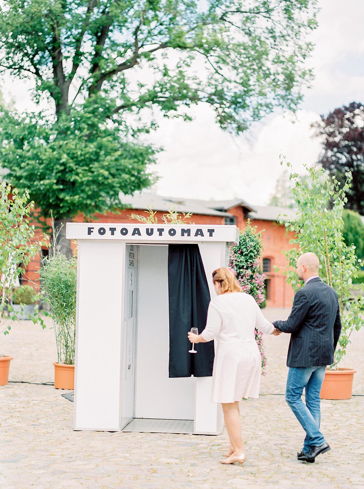 Landgut Stober Hochzeit | Fine Art Film Wedding Photography by Ashley Ludaescher (24)