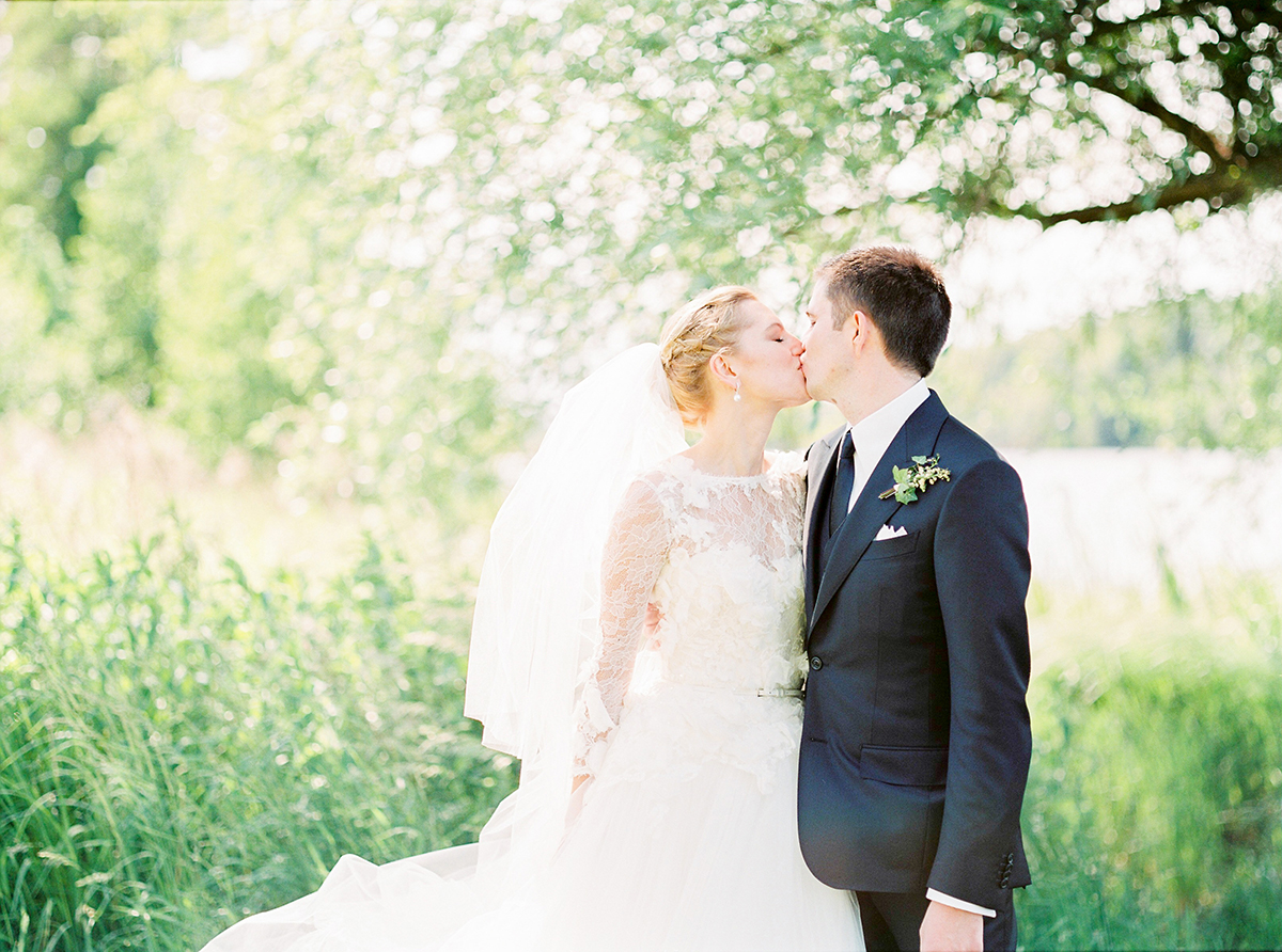 Landgut Stober Hochzeit | Fine Art Film Wedding Photography by Ashley Ludaescher (26)