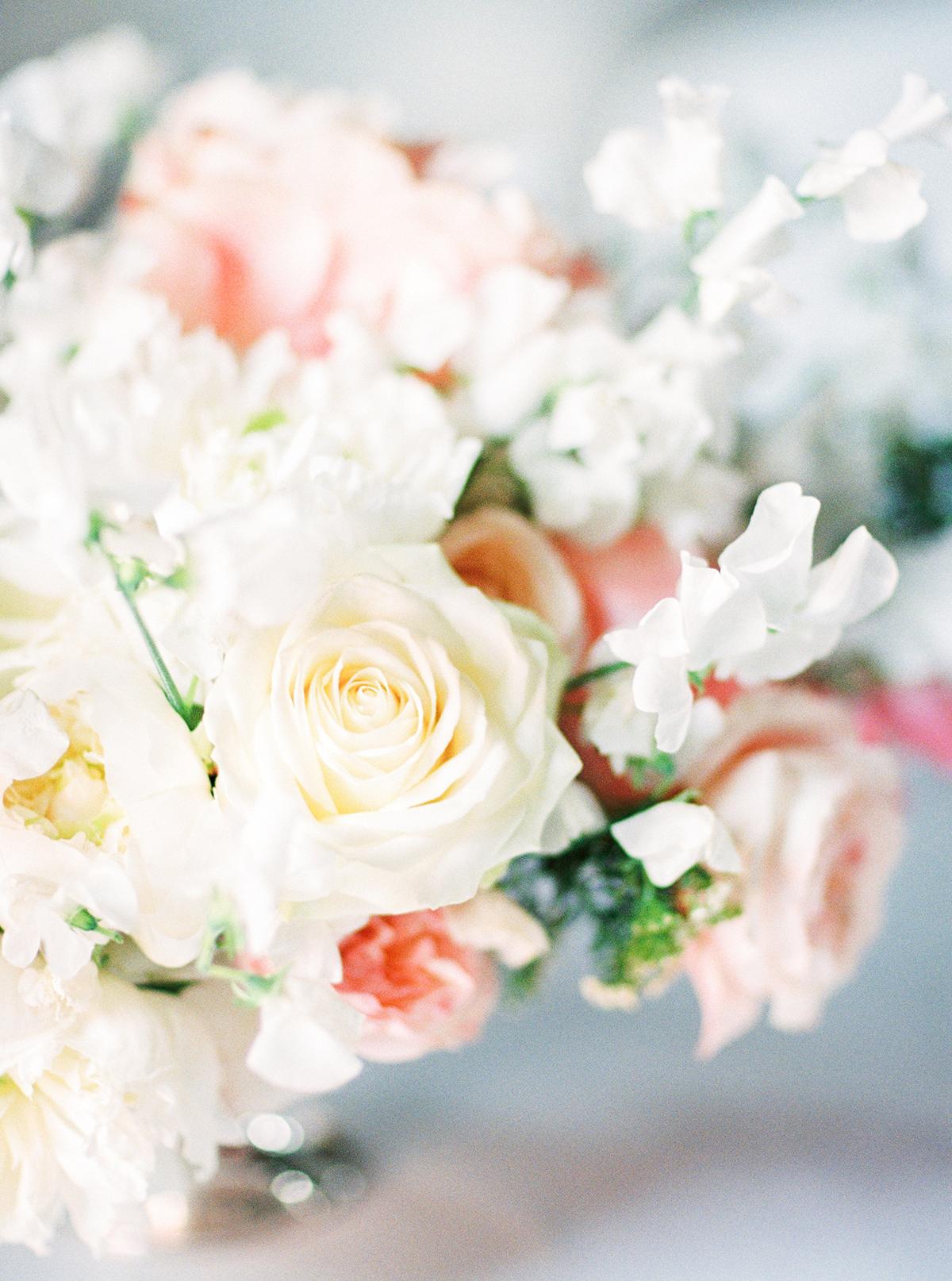 Mary Lennox Flowers Berlin| Landgut Stober Hochzeit | Fine Art Film Wedding Photography by Ashley Ludaescher (42)